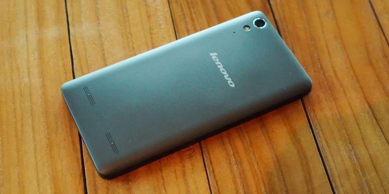 Unboxing Lenovo A6000 casing belakang